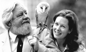 Gerald and Lee Durrell, with a barn owl in 1987. Photograph_Daily Mail_REX_Shutterstock 4851